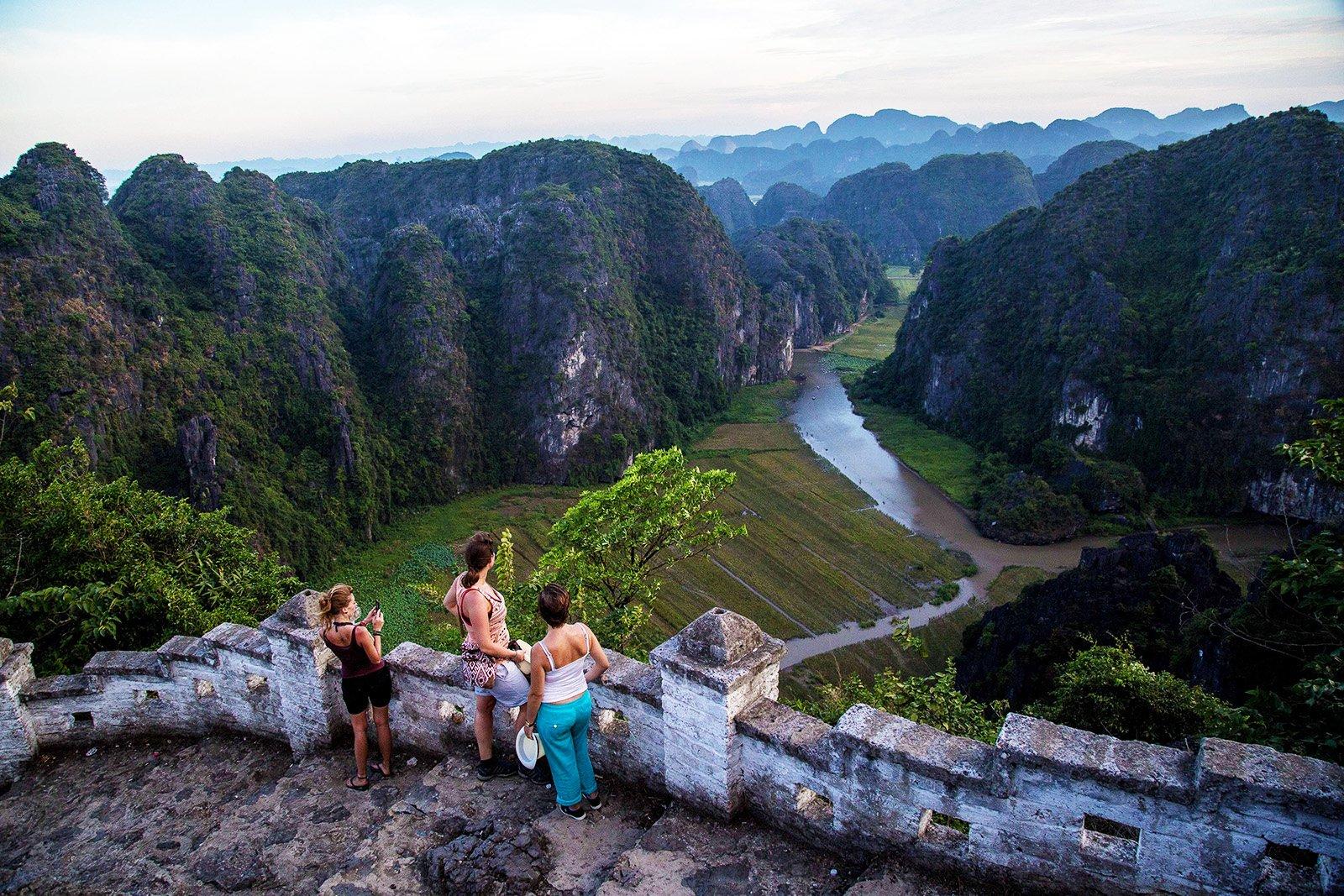 En haut de la colline Hang Mua à Ninh Binh, Vietnam