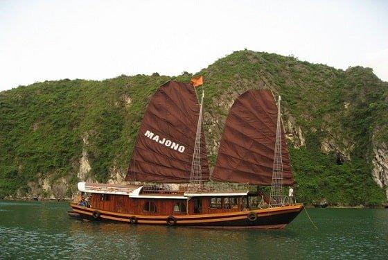 La jonque Majonq dans la Baie d'Halong, Vietnam