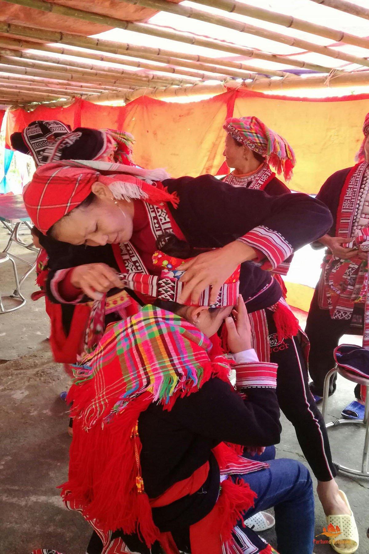 Préaparatifs d'un mariage Dao Rouge, Hoang Su Phi, Vietnam