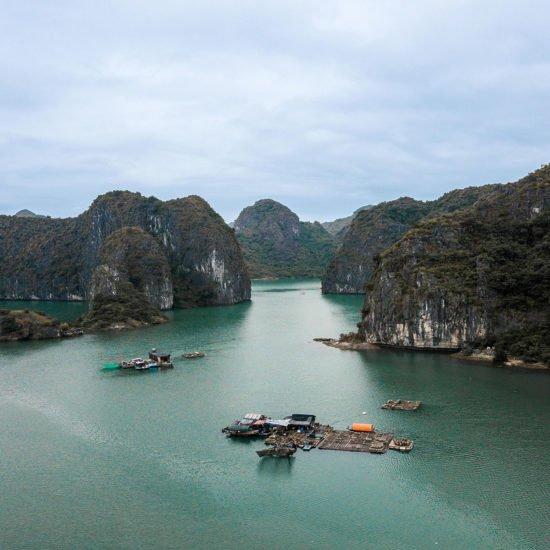 Villages de pêcheurs vu du ciel, Baie de Lan Ha, Vietnam