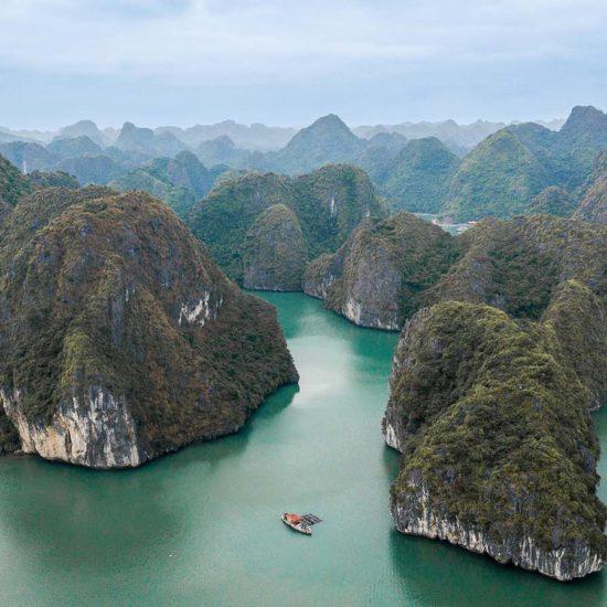 Vue aérienne de la Baie de Lan Ha, Baie d'Halong, Vietnam