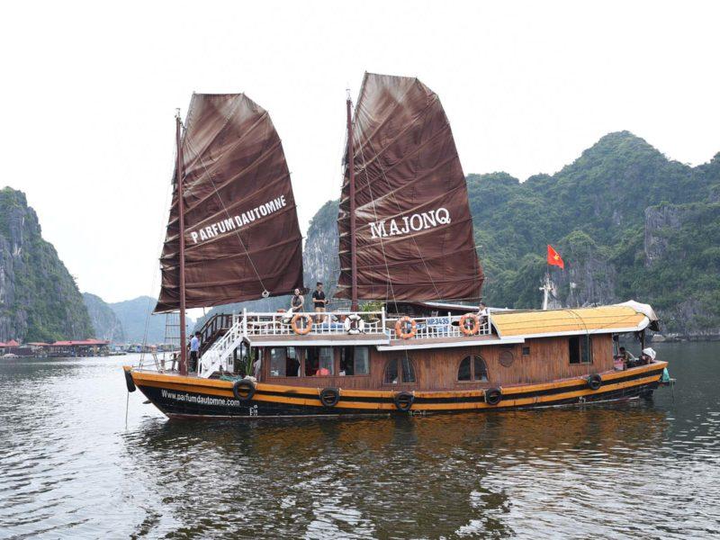 Bateau Majonq dans la Baie d'Halong, Vietnam