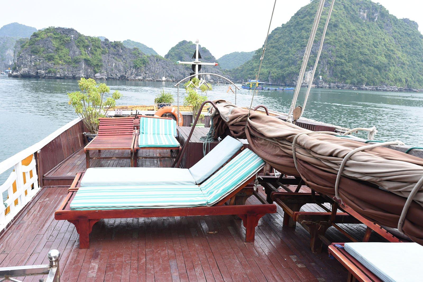 Transat exterieur jonque Majonq, Baie d'Halong, Vietnam