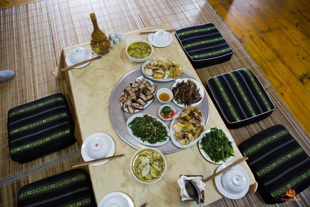 Table typique dans le Nord Vietnam