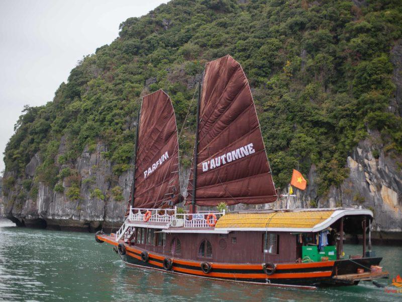 Jonque Majonq dans la Baie de Lan Ha, Vietnam