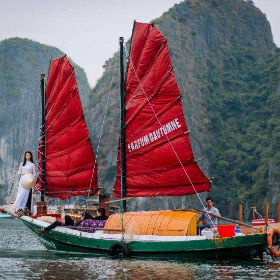 Jonque de Pêcheurs vue de l'exterieur, Baie de Lan Ha, Vietnam
